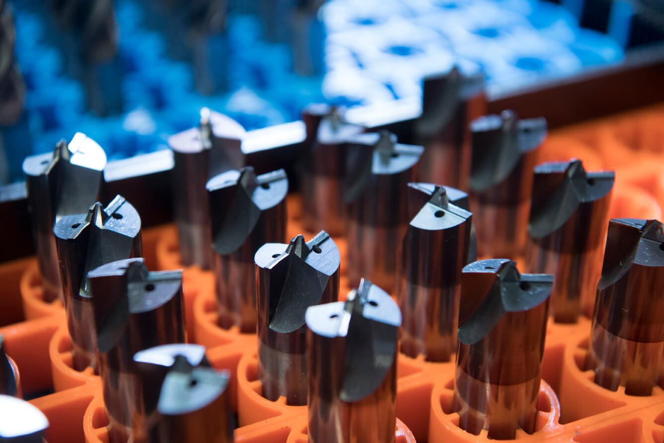 CNC nástroje z výroby nástrojov firmy Laupheim v palete na nastavenie